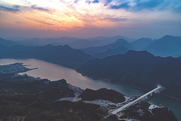 2018年12月25日,杭州至黄山高铁正式开通运营。视觉中国 图