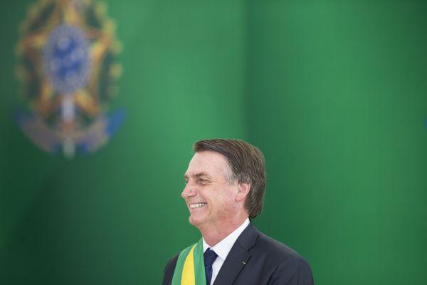 """1月1日,在巴西始都巴西利亚的总统府""""高原宫"""",巴西总统雅伊尔·博索纳罗出席就职典礼。新华社记者李明摄"""