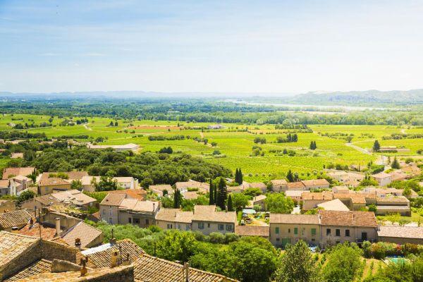 法国新教皇堡的村落风景(视觉中国)