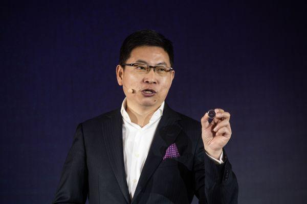 1月24日,北京,华为斲丧者营业CEO余承东在新品颁布发表会上发言,个中包孕5G调制解调器巴龙5000。(法新社)