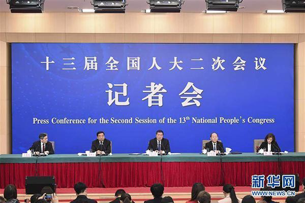 """3月6日,国家发展和改革委员会主任何立峰,副主任宁吉喆、连维良就""""大力推动经济高质量发展""""相关问题回答中外记者的提问。"""