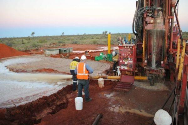 澳大利亚阿拉弗拉资源有限公司在北领地的诺兰从事稀土开采(澳大利亚广播公司网站)