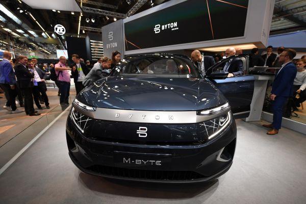 这是9月10日在德国法兰克福国际车展首个媒体开放日期间拍摄的拜腾首款豪华电动运动型多用途车(SUV)M-Byte。 (新华社)