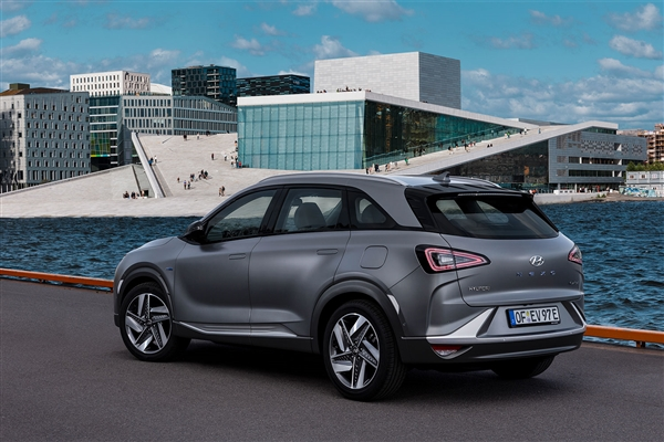 德国政府考虑推动氢能汽车的研发,电动车才是环保且...