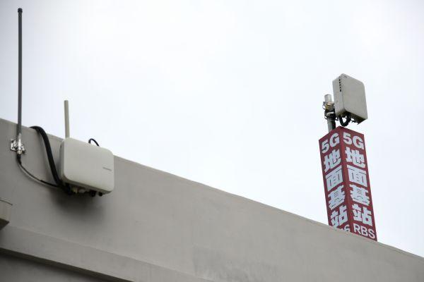 这是9月4日拍摄的西安机务段机车整备场内安装的5G地面基站RBS。(新华社)