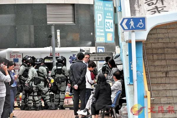 自首者须先完善登记手续。香港文汇报记者 摄