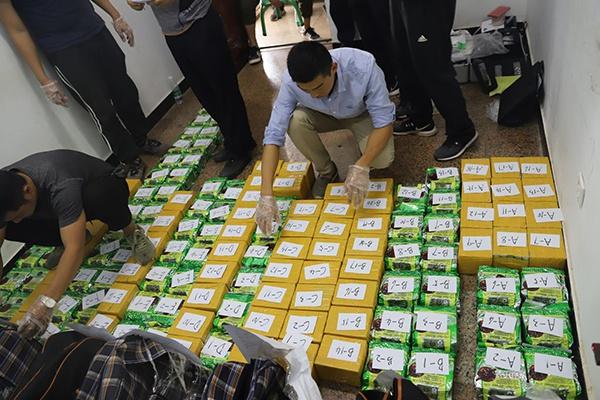 编织袋内分别包裹的117.08公斤海洛因和80.4公斤冰毒