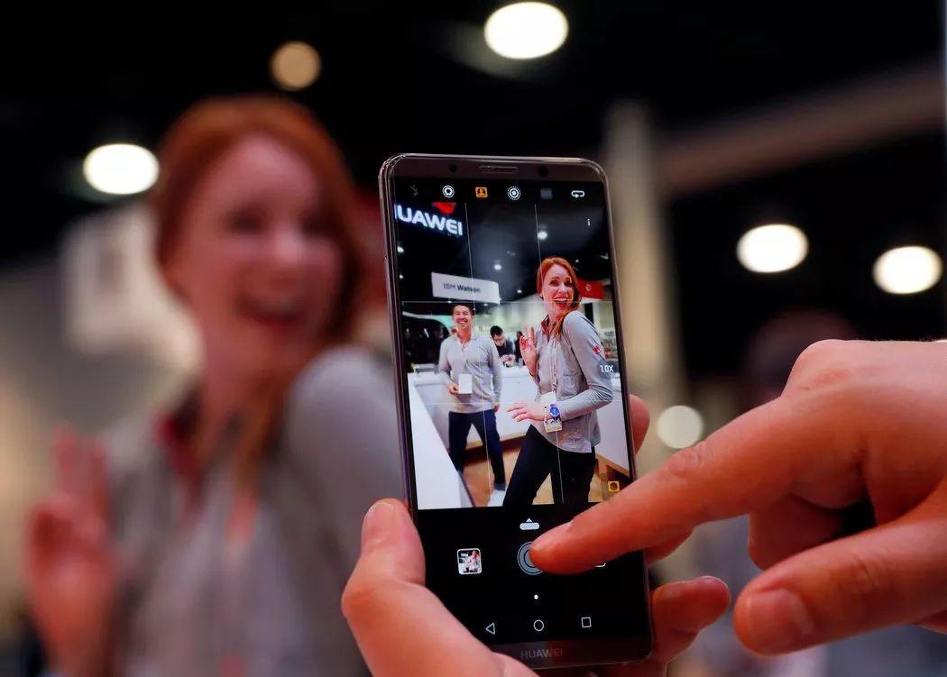 ▲资料图片:1月8日,美国通信运营商电话电报公司(AT T)撤销在美销售华为手机的合作计划。