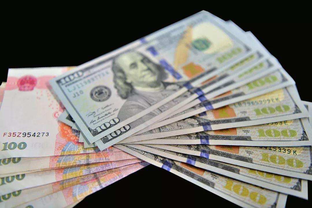 全球增长放缓背景下的美元和人民币