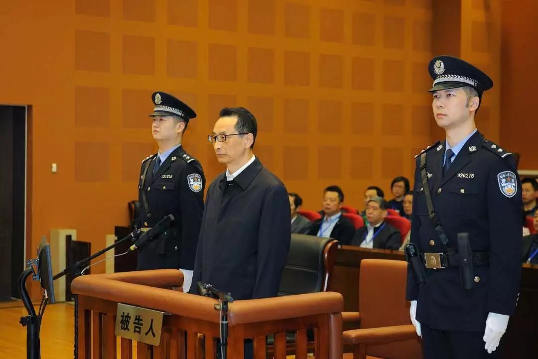 """经济上极度贪婪""""的陈刚受审 收财物近1.3亿元"""