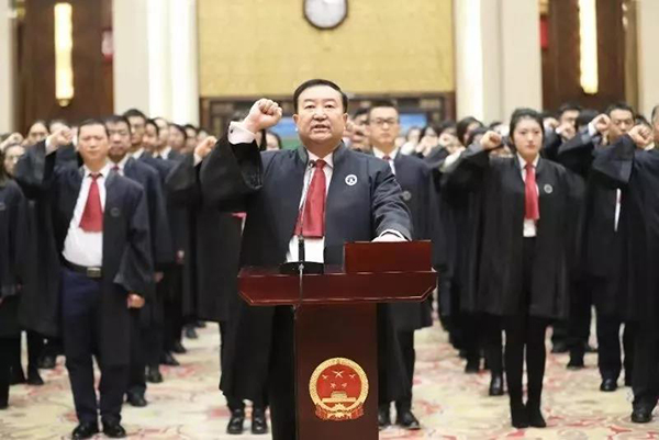 历史上首次:司法部部长担任律师宣誓仪式的监誓人