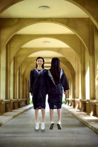 国产bt双飞_又是一年毕业季 双胞胎校花双飞毕业照走红网络