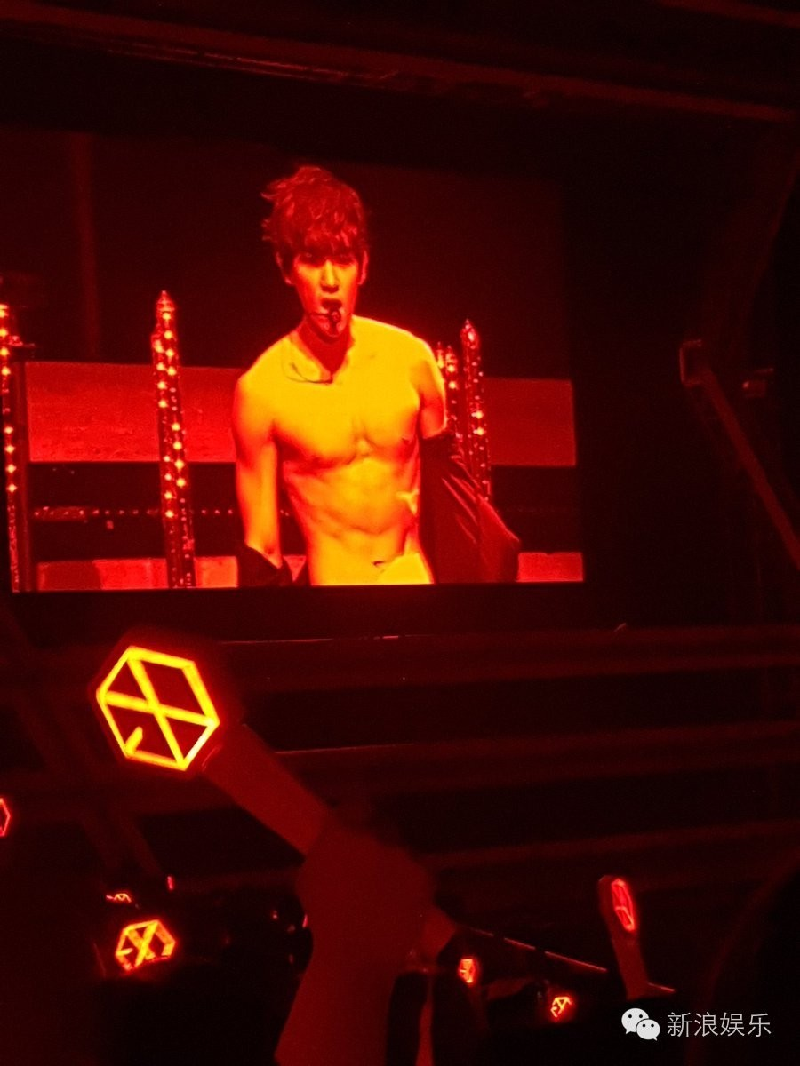 Exo Chen >> EXO为con好拼 台上表演一言不合就露腹肌|EXO|朴灿烈|吴世勋_新浪娱乐_新浪网