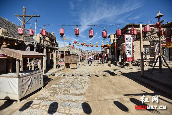 北镇烧烤娱乐一条街_镇北堡西部影城:中国电影从这里走向世界(组图)|世界|红高粱