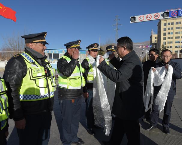 西藏武警机动部队_[西藏]交通运输厅检查安全生产和运输保障工作(图)_新浪新闻