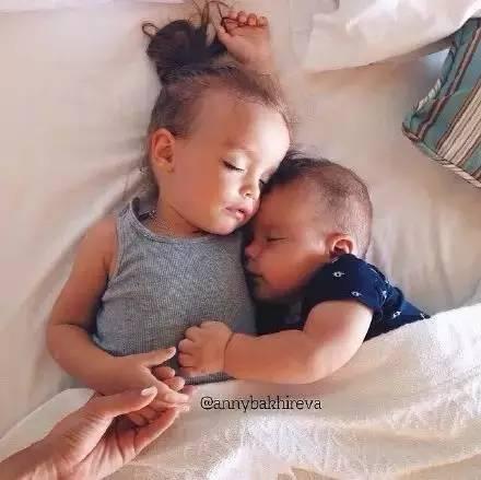 哥哥的孩子是我什么_为什么要生两个孩子?这是我见过最好的解释!看哭了…|二胎|生 ...