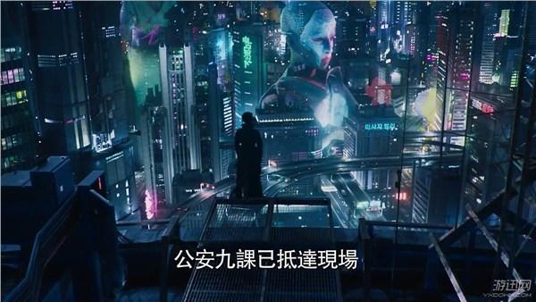 少佐一人從從天而降……    《攻殼機動隊》電影是根據1995年動畫改編