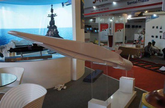 """资料图:""""锆石""""高超声速巡航导弹模型。"""