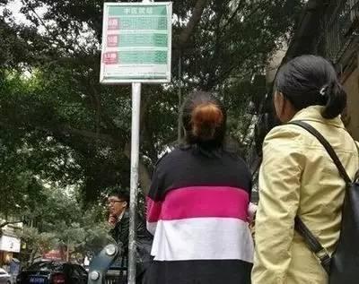 """有一种""""缺德"""",叫简阳的公交站牌 上访 三聚氰胺 博尔特_新浪新闻"""