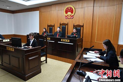 原料图:法庭现场。 中新社记者 任东 摄