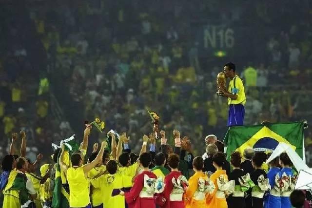 2022巴西队阵容豪华_02年世界杯的那支巴西队到底有多强?_抓站_新浪竞技风暴_新浪网