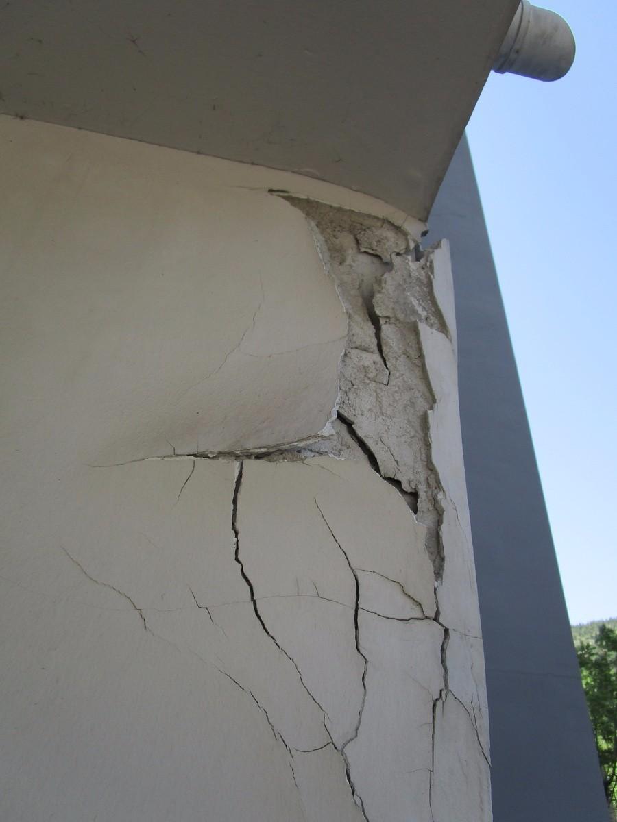 墙体开裂掉渣