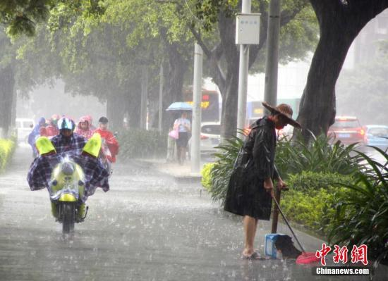 中国南北方将同现强降雨国家防总部署防范工作