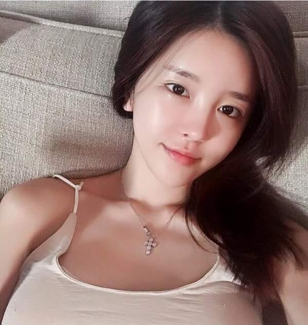 韩国第一女主播尹素婉微博发新照 真要签约斗鱼? 娱乐八卦 第4张