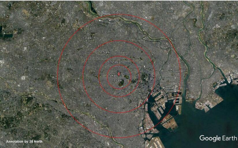 东京的地图展示的250千吨核弹空爆时的四个爆炸超压区域:12+ psi、5-12 psi、-5 ps