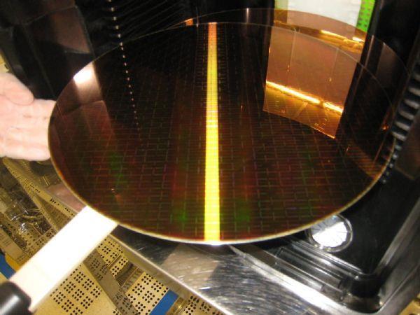 PC硬件价格上涨原因:全球硅晶圆价格上涨的照片 - 1