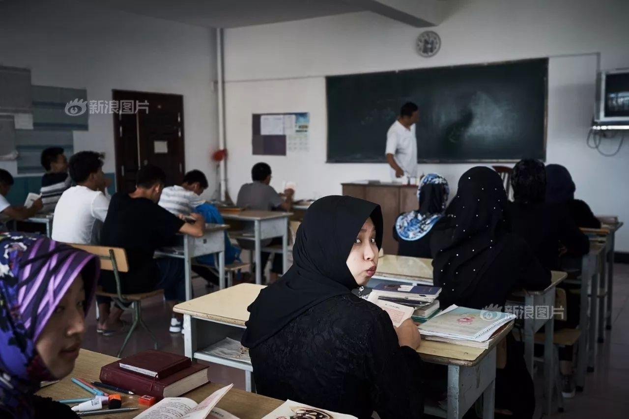 去中东留学,学费3000还很安全丨看见