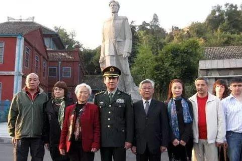 △2008年,刘少奇的后代在安源合影
