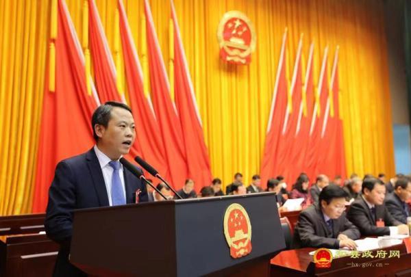 和县县委常委、常务副县长刘早晨作《当局做事报告》。 和县当局网图