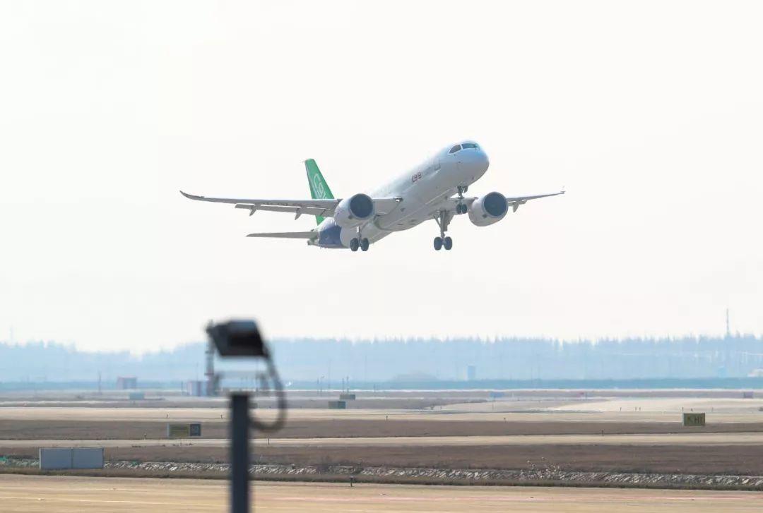 ▲資料圖片:2018年12月28日,C919國產大型客機103架機在上海浦東國際機場起飛(新華社)