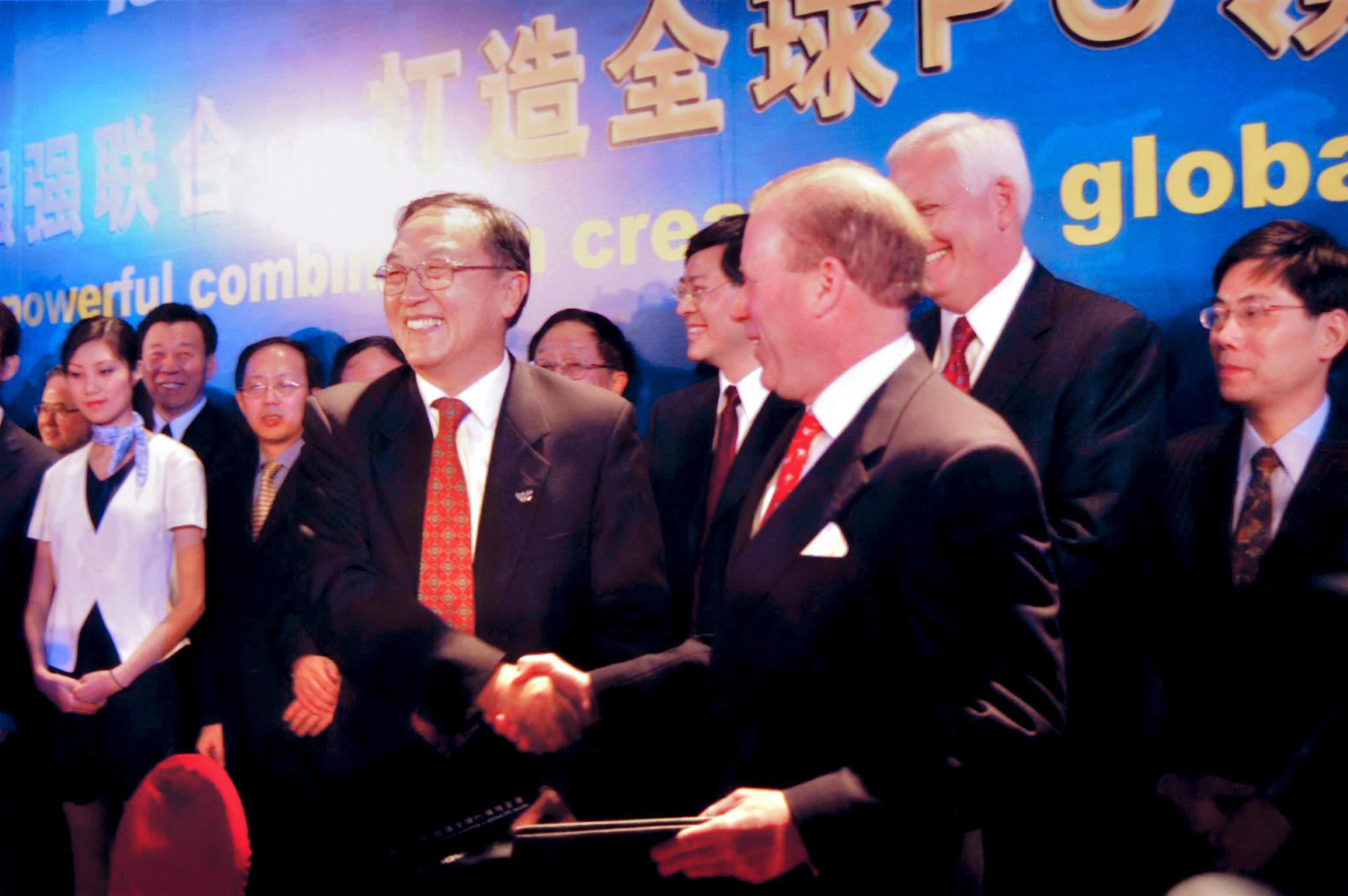 2004年12月8日,联想集团宣布收购IBM全球PC业务