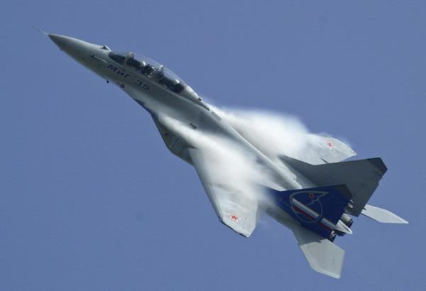 原料图:米格-35飞走外演