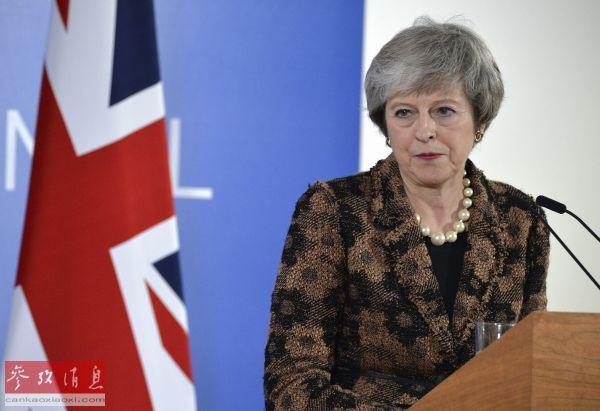 2018年12月14日,在比利时布鲁塞尔,英国首相特雷莎·梅出席讯息发布会。(新华社 发)