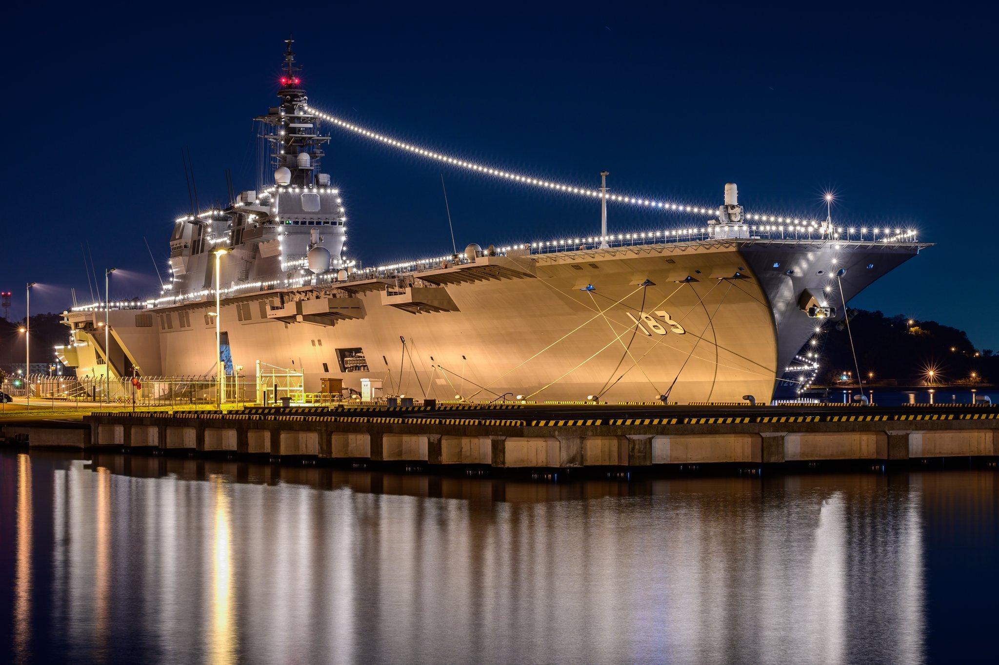 日準航母驅逐艦聚集港口 打開彩燈相當炫目(圖)|驅逐艦