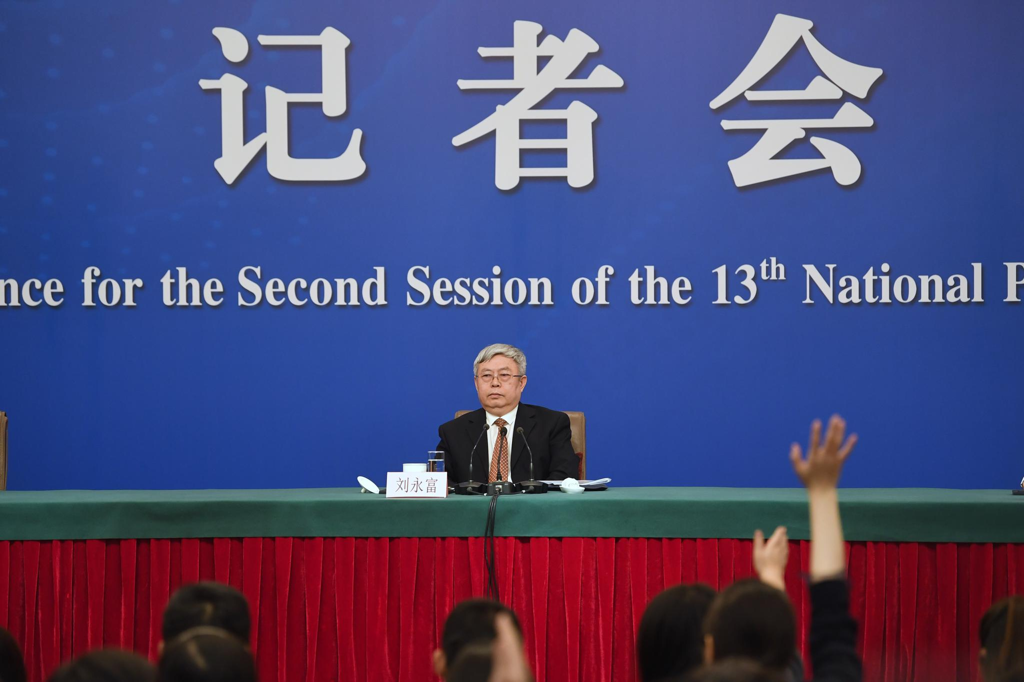 3月7日,国务院扶贫开发领导小组办公室主任刘永富参加十三届全国人大二次会议举行记者会。 摄影/新京报记者 彭子洋