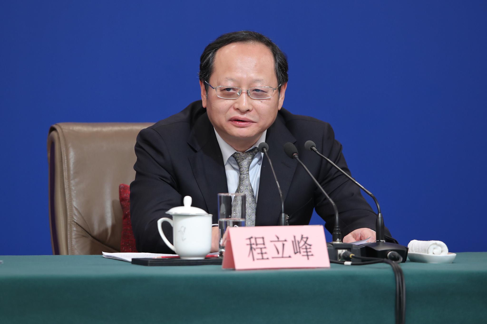 程立峰回答记者提问。新京报记者 彭子洋 摄