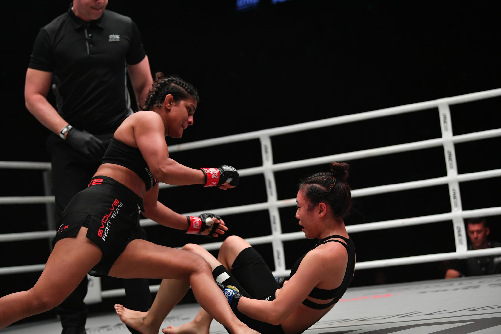 瑞图以TKO取胜。新京报记者吴江摄