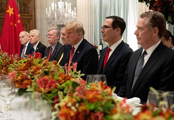 当地时间2018年12月1日,阿根廷布宜诺斯艾利斯,中国国家主席习近平与美国总统特朗普、财长姆努钦等共进晚餐。视觉中国 原料