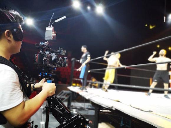 重庆市民家门口看摔角秀!国内首个大型摔角秀《龙的传奇》明日开赛