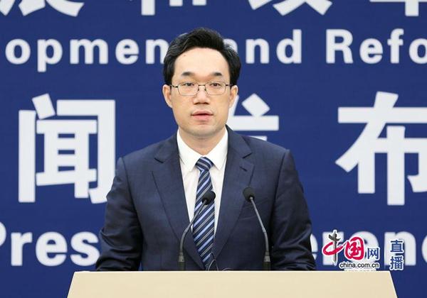 发改委政策研究室主任、新闻发言人袁达 来源:中国网