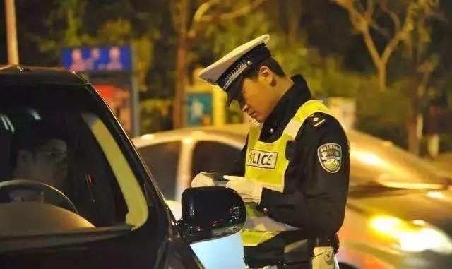 事发抚州!奥迪司机酒驾疯狂冲卡 致警员受伤