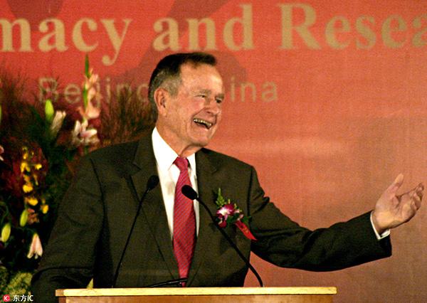 2005年11月14日,老布什在北京出席中美有关钻研会。 东方IC 原料图