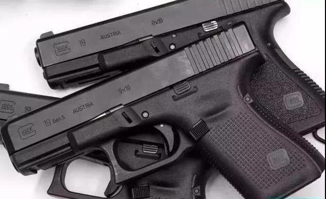 嫌疑人所带玩具枪样式图片来源:乐平公安微信公众号