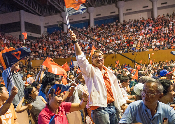 当地时间2019年3月22日,泰国曼谷,泰国将于24号举行大选,参加本次大选的主要政党都举行了选前最后一次竞选拉票活动。 视觉中国 图