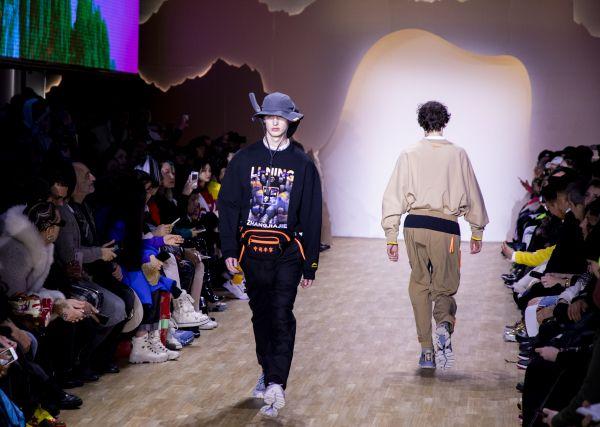资料图片:2019年2月,中国服装品牌李宁?#26009;?#32445;约时装周。(新华社)