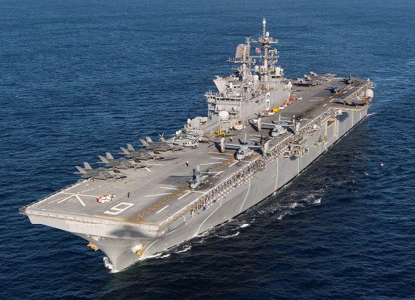 """资料图片:美海军""""美国""""号两栖攻击舰,甲板上搭载有F-35B隐身战机。(图片来源于网络)"""